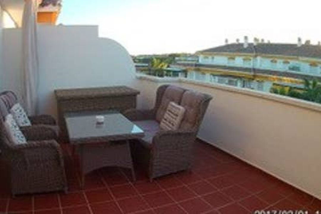 Outdoor terrace with dining area in 4D la Dama de Noche, Puerto Banus