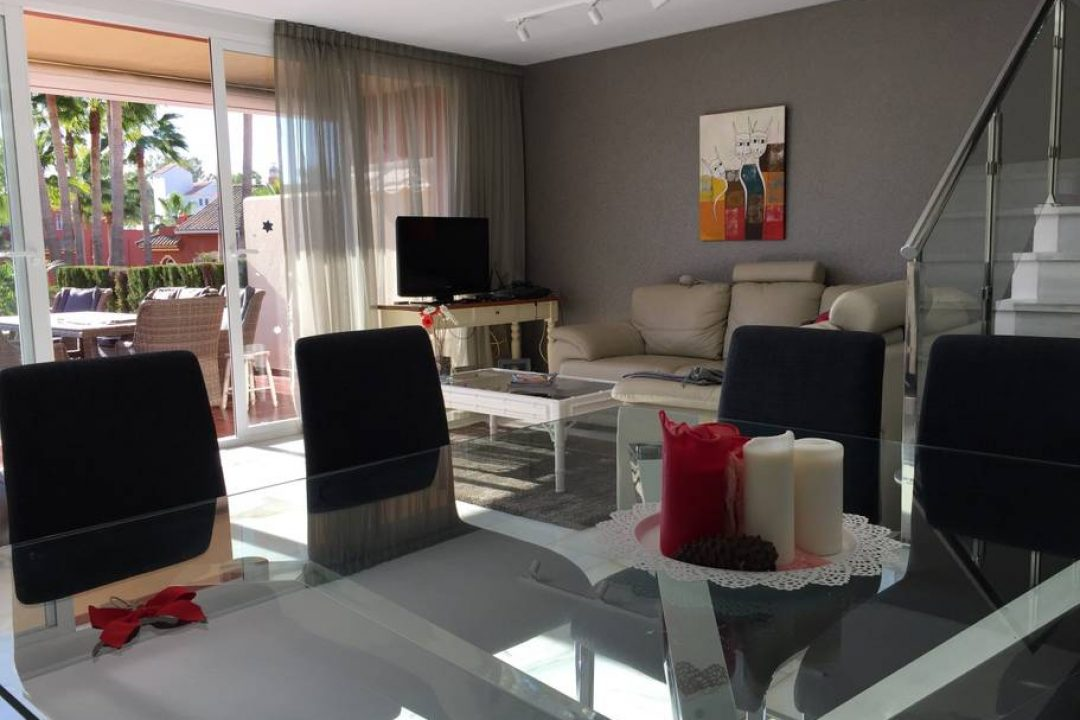 Dining and lounge area at 72 Monte Biarritz, Benahavis