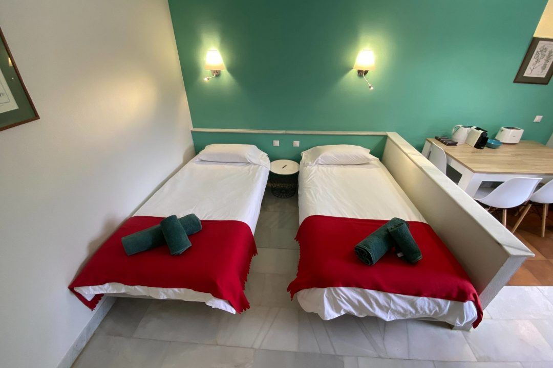 Two single beds in Apartment Puerto Banus Hotel PYR