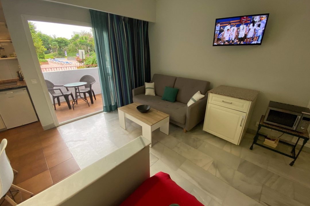 Lounge area with TV in Apartment Puerto Banus Hotel PYR