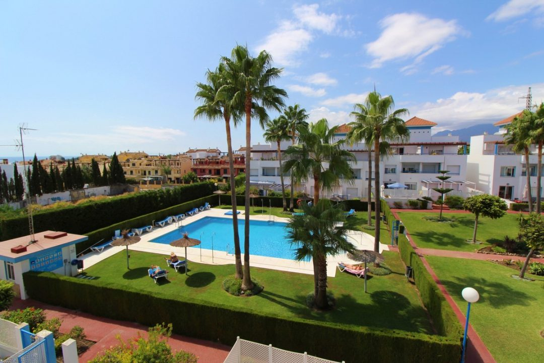 Beautiful communal garden and outdoor pool area at Costa Lita Gold Town House, Cancelada