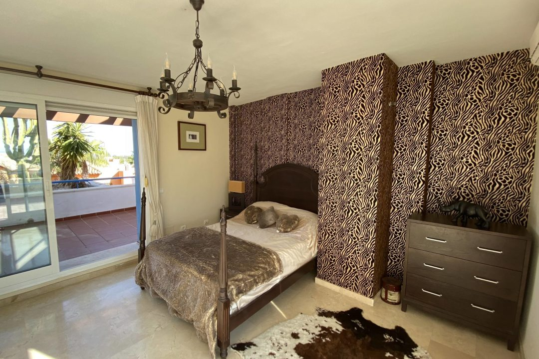 Large double bedroom at Costa Lita Gold Town House, Cancelada