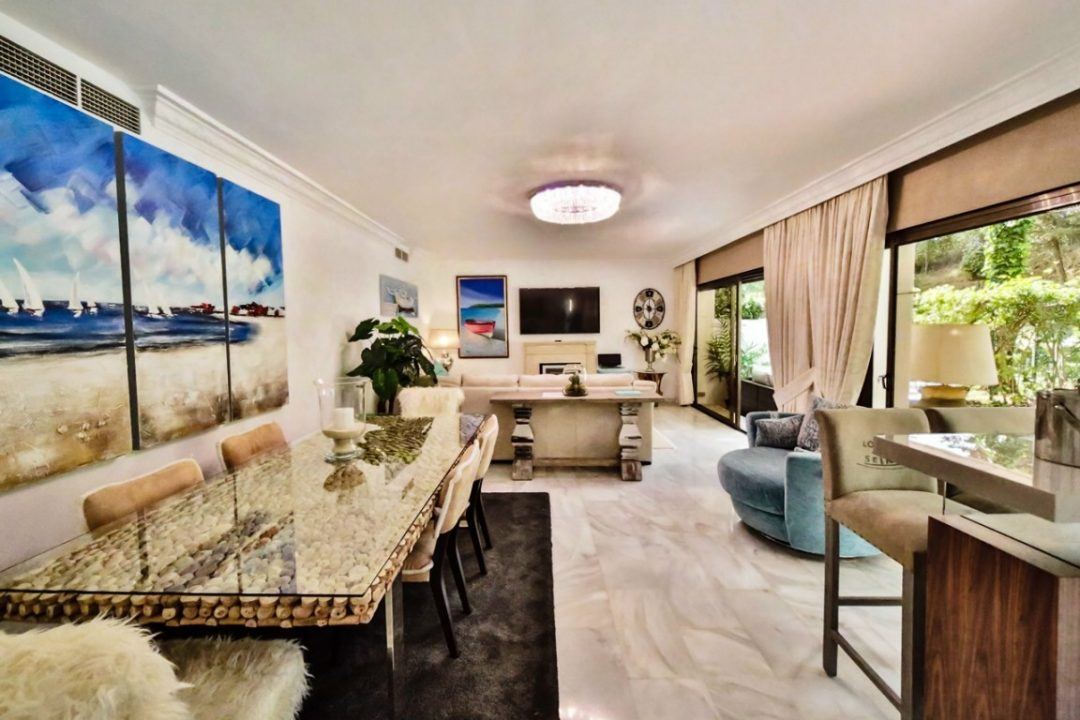 Lounge/dining area in Kings Hill, Marbella