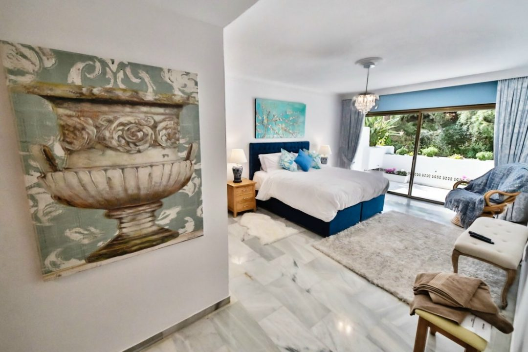 Large double bedroom in Kings Hill, Marbella