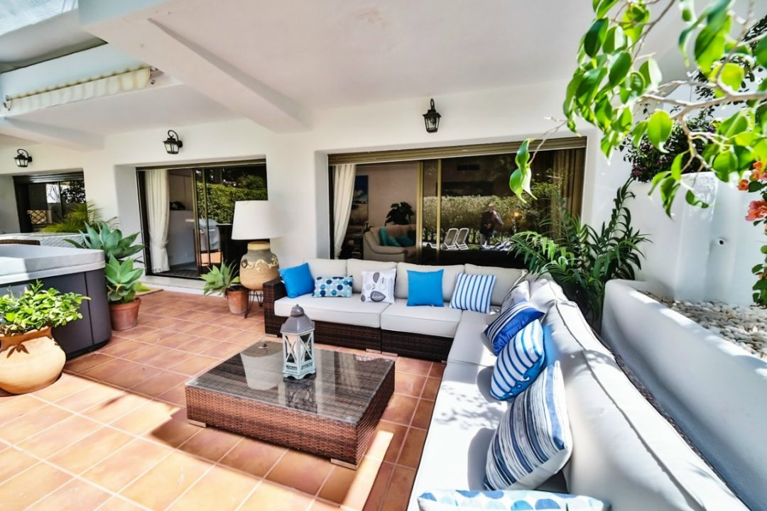 Outdoor lounge area in Kings Hill, Marbella