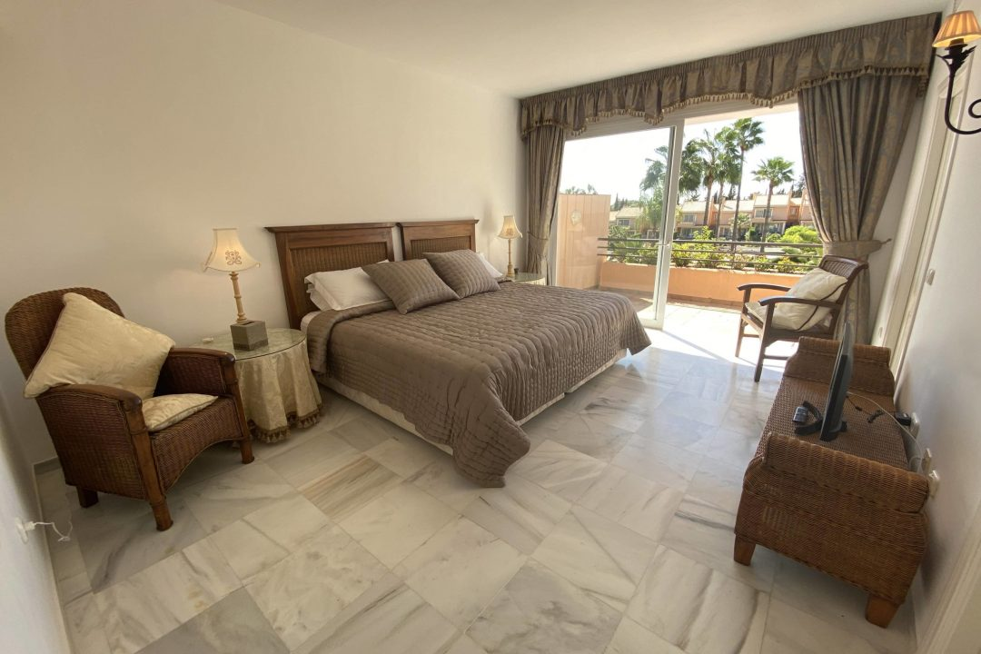 Large bedroom with double bed and TV at Paraiso Park Town House, Benahavis