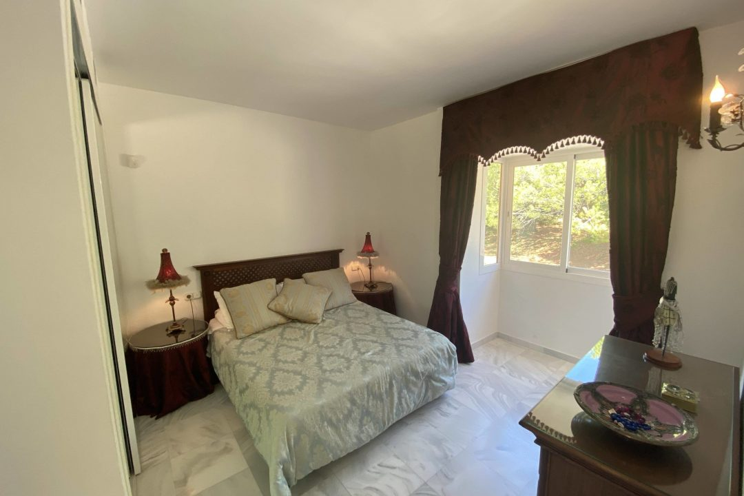 Double bedroom at Paraiso Park Town House, Benahavis
