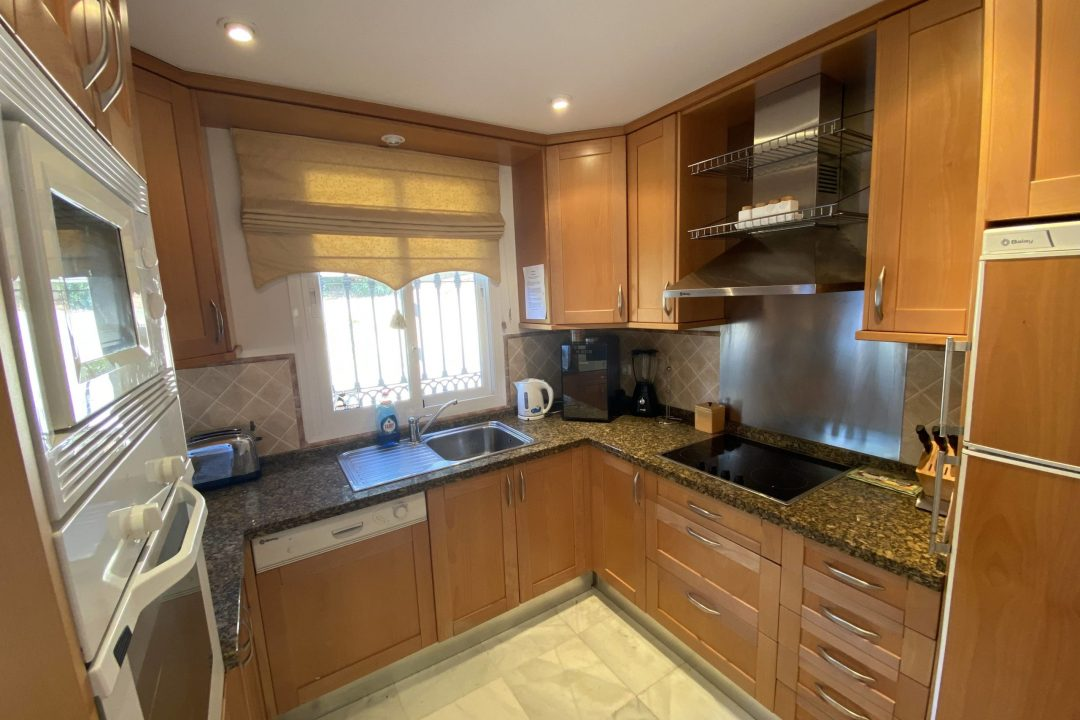 Kitchen area in Paraiso Park Town House, Benahavis
