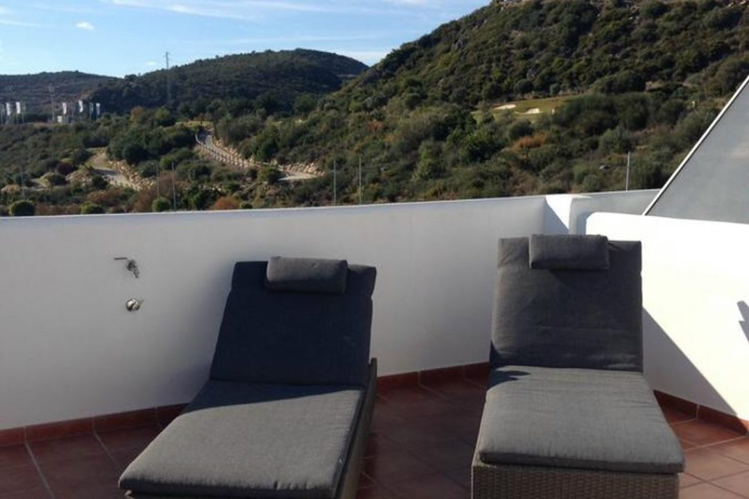 Private terrace with sun loungers at Penthouse Valle Romano, Estepona