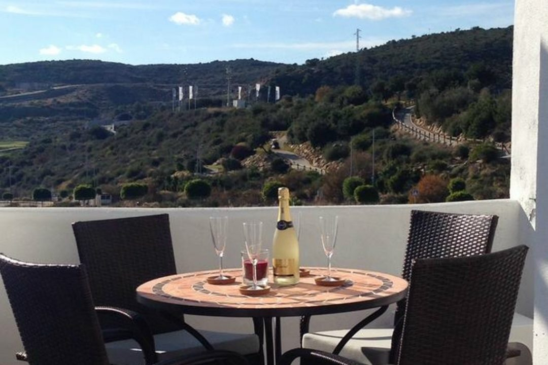 Private terrace with dining area at Penthouse Valle Romano, Estepona