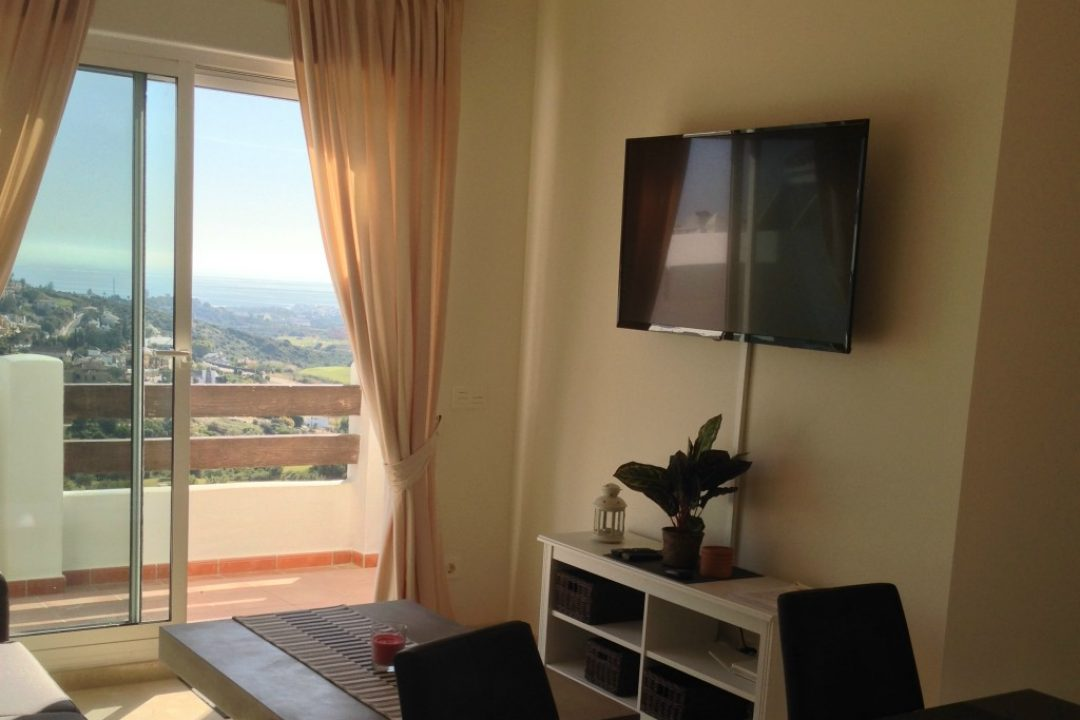 Lounge area with TV in Penthouse Valle Romano, Estepona
