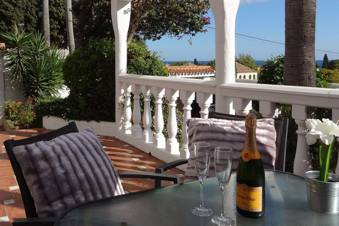 Outdoor terrace with dining area in Villa Nadia, Golden Mile, Marbella